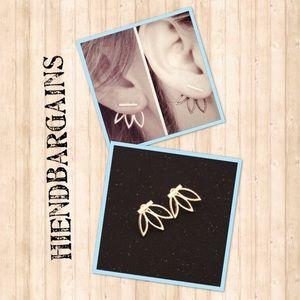 Jewelry - 🎉NEW! Gold dainty ear jacket studs🎉